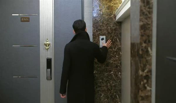 Как себя вести, если в дверь стучит незнакомец?