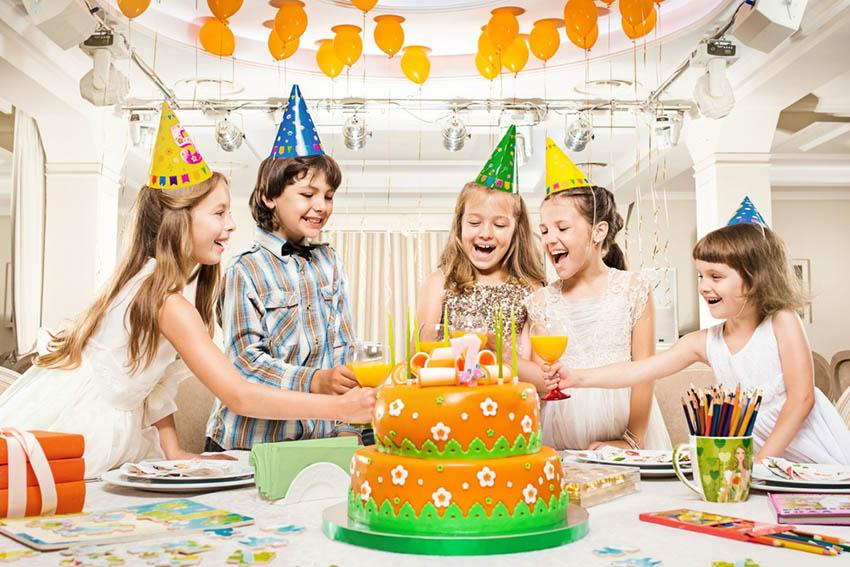 Как пригласить друзей на день рождения?